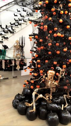 Kylie Jenner's Halloween Kids Party Was More Elaborate Than My Wedding Will Be Casa Halloween, Halloween Trees, Halloween Party Decor, Halloween 2020, Halloween Kids, Vintage Halloween, Halloween Crafts, Halloween Costumes, Halloween Stuff