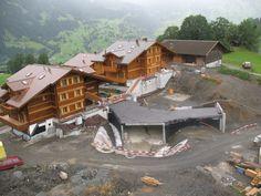 O casă nouă privită din primul telegondol , Grindelwald , Elveția