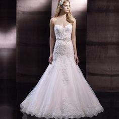 Sweetheart Sleeveless Appliqued Lace Wedding Dress