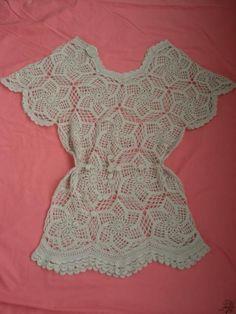 Crocheted shirt with pattern. Bel modello: lo schema sembra diverso da quello usato per la maglia, comunque è interessante