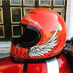 投稿13.7千件 ― 「bellmoto3」ハッシュタグのInstagramの写真や動画をチェックしよう Motorcycle Helmet Design, Racing Helmets, Motorcycle Gear, Football Helmets, Custom Helmets, Custom Bobber, Pinstriping, Motos Retro, Retro Helmet