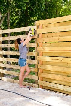 DIY Horizontal Slat Fence and Backyard Makeover. Create a stunning backdrop for your yard with these DIY privacy fence panels. Diy Backyard Fence, Diy Fence, Diy Patio, Backyard Landscaping, Fence Ideas, Backyard Ideas, Concrete Backyard, Pool Ideas, Landscaping Ideas