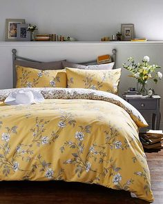 Bedroom design and decor ideas yellow and grey bedding set with floral print Yellow And Gray Bedding, Yellow Comforter, Grey Bedding, Yellow Bed Linen, Yellow Bed Sheets, Modern Bedding, Mustard Bedroom, Mustard Bedding, Bed Sets
