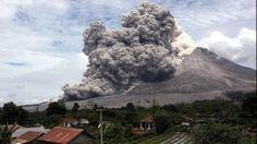 Unul dintre cei mai activi vulcani din Indonezia dă semne că se trezeşte la viaţă
