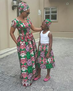 Mom and Daughter Ankara matching outfits❣ African Maxi Dresses, African Attire, African Wear, African Print Fashion, Africa Fashion, Fashion Prints, Chitenge Dresses, Agbada Styles, Mother Daughter Fashion