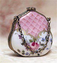 Vintage Limoges Pink Purse Handbag Trinket Box with a Rose Vintage Purses, Vintage Bags, Vintage Handbags, Vintage Outfits, Vintage Jewelry, Vintage Accessoires, Moda Hippie, Beaded Purses, Womens Purses