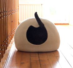 White cat bed - cat cave - felted wool cat house - handmade cat bed from natural…