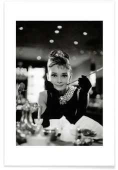 Audrey Hepburn in Breakfast at Tiffany's, 1961 als Premium Poster von Vintage Photography Archive | JUNIQE