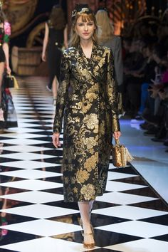 Dolce & Gabbana Fall 2016 Ready-to-Wear Fashion Show - Karolina Smetek
