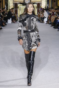 http://www.vogue.co.uk/shows/spring-summer-2018-ready-to-wear/balmain/collection