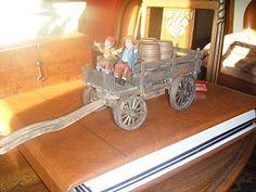 TUTO FABRIQUER UN CHARIOT EN BOIS 1°http://amorasterix.over-blog.com/article-fabriquer-un-chariot-44268778.html et 2° http://amorasterix.over-blog.com/article-fabriquer-un-chariot-2-44271374.html#