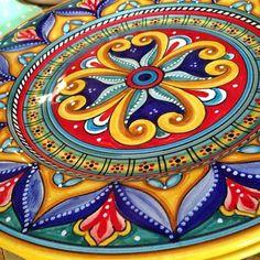 Debutant ceramics #RomanPottery Pottery Painting, Ceramic Painting, Pottery Art, Ceramic Art, Painted Plates, Hand Painted Ceramics, Talavera Pottery, Italian Pottery, Italian Art