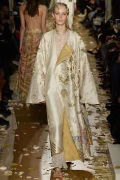 Valentino Spring 2016 Couture collection - kimono with oriental influence