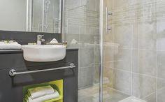 Park&Suites Elégance Le Bourget Blanc Mesnil*** - Salle de bain #lebourget #apparthotel #hotel  #salledebain www.parkandsuites.com/fr/appart-hotel-le-bourget-blanc-mesnil