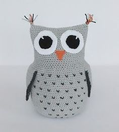 Create and Decoration: Pattern on crochet owl Crochet Owl Pillows, Crochet Birds, Crochet Motifs, Crochet Animals, Knit Crochet, Crochet Patterns, Knitted Owl, Knitted Heart, Animal Knitting Patterns