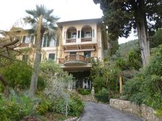 Le Jardin Clos du Peyronnet – William Waterfield's garden Exotic, Mansions, House Styles, Garden, Garten, Manor Houses, Villas, Lawn And Garden, Mansion