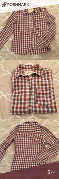 Hollister Plaid Shirt Great Hollister button up! Very mild pilling, not noticeable but I want to be honest! No trades. Hollister Shirts Casual Button Down Shirts