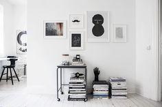 Binnenkijken in een monochroom appartement in Stockholm