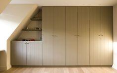 FrankTack [ Inbouwkast ] Built In Cupboards, Bedroom Cupboards, Bedroom Wardrobe, Home Bedroom, Inside Home, Garage Makeover, Tiny House Movement, Attic Rooms, Big Girl Rooms