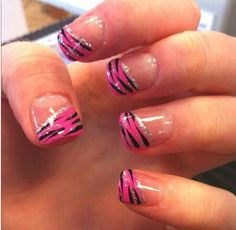 Cute easy nail art ideas with animal print nail art and glitter | for summer