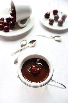 Черешов чийз сладолед с шоколадово фондю / Cherry Cheese Ice Cream with Chocolate Fondue