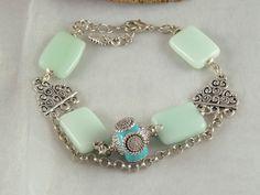 Bracelet pierre fine (aigues-marines) et perles indonésiennes pour ce bracelet bleu en mix sophistiqué et ethnique