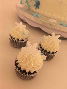 Mini snowflake cupcakes