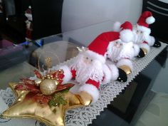 santa Christmas Deco, Christmas Humor, Christmas Wreaths, Christmas Crafts, Christmas Cushions, Xmas Decorations, Ideas Para, Projects To Try, Santa