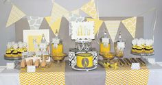 Sweet Yellow & Grey Giraffe Birthday Party Adorable Yellow and Gray Giraffe Party Photos + Inspiration! Baby Shower Giraffe, Baby Shower Yellow, Baby Yellow, Yellow Chevron, Yellow Turquoise, Baby Shower Parties, Baby Shower Themes, Baby Shower Decorations, Shower Party