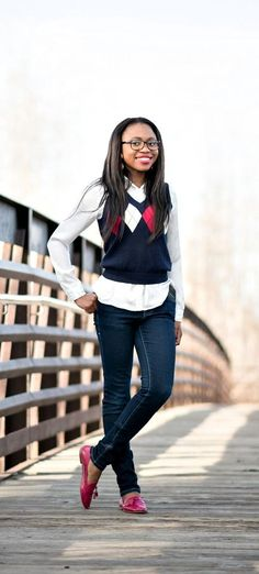 Sweater vest is so in season right now. Love her spin on this sweater vest outfit. It looks so chic and comfortable. | Fall fashion | Fashion blogger | Spring style | Spring outfit | Sweater vest outfit | Spring fashion | Summer looks | Summer hair | Street Style |