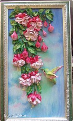 """""""... Любой цветок - природы совершенство, Олицетворение чуда, волшебства. Одаривая нас прекрасным настроением, Сродни с частичкой тайн и божества..."""" (В. Каштанкина) Всем доброго времени суток! Покажу сегодня еще одни фуксии! Ну и без колибри, конечно, не обойтись))) Сколько раз их делала, но каждый раз получается как-то по-новому! фото 2"""