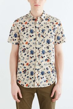 CPO Short-Sleeve Chambray Floral Button-Down Shirt - Urban Outfitters Work Shirts, Printed Shirts, Men's Shirts, Couture, Chambray, Shirt Outfit, Casual Shirts, Button Down Shirt, Men's Clothing