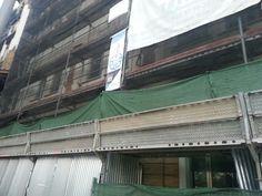 #andamios para la rehabilitación de un edificio a dos calles en Sevilla. Estructura de la fachada de Paseo de Colón