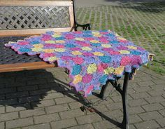 Free pattern in English and German: Jewelled Pebbles Blanket