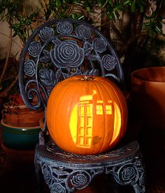 Tardis Pumpkin - pattern. @Courtney Rits we should try this, even though it will more than likely fail.
