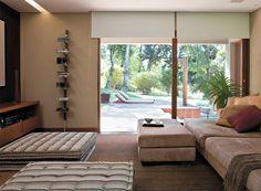 Decoração aconchegante na casa com espaços integrados à natureza - Casa