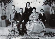 ▲ 박정희 전 대통령 가족 사진. 왼쪽부터 박근령 씨, 박 전 대통령, 박근혜 대통령, 육영수, 박지만 ⓒ 대한민국정부