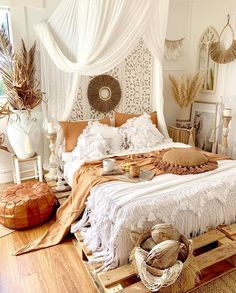 ☑Boho Room Inspiration And Bohemian Bedroom Design Bohemian Bedroom Decor, Boho Room, Bohemian Style Bedrooms, Bohemian Apartment Decor, Boho Style, Moroccan Bedroom Decor, Moroccan Inspired Bedroom, Romantic Bedroom Design, Whimsical Bedroom