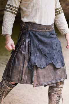 Versatta Series Marauder Leather Kilt in Antique Brown Leather Kilt, Leather Apron, Celtic Clothing, Medieval Clothing, Vikings, Modern Kilts, Kilt Belt, Utility Kilt, Tartan Kilt