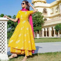 Best Trendy Outfits Part 28 Indian Fashion Dresses, Pakistani Dresses Casual, Dress Indian Style, Pakistani Clothing, Indian Lehenga, Indian Salwar Kameez, Indian Gowns, Indian Wear, Ethnic Kurti