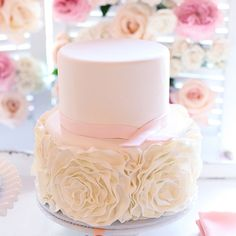 19 Artful and Sophisticated Wedding Cakes. To see more: http://www.modwedding.com/2014/01/14/19-artiful-and-sophisticated-wedding-cakes/ #wedding #weddings #cakes