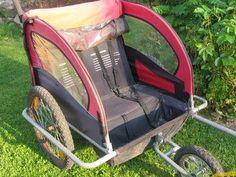 Billede 1: Jeg startede ud med denne gamle cykel trailer til to små børn. Vi købte den da vores datter var 9 mdr. men har mest brugt den som sove/opholdsvogn, når vi var på festival. Men hun er nu 9 år - og dermed både for tung og for lang til at kunne være i den - men mangler stadig et sted hun kan lægges sig og sove til festivaler. Så må mor jo i gang med et DIY projekt