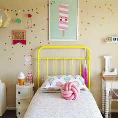 quarto divertido e colorido.