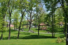 It is exactly here, in the picturesque St. Kinga Park that the Grand Sal Hotel **** is located, right by the Daniłowicz mine shaft through which tourists descend to the historic interiors of the Wieliczka mine.