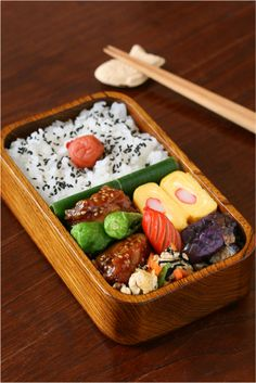 Slowly every day. Japanese Bento Box, Japanese Dishes, Japanese Food, Bento Recipes, Lunch Box Recipes, Bento Box Lunch For Kids, Lunch Ideas, Kawaii Bento, Boite A Lunch