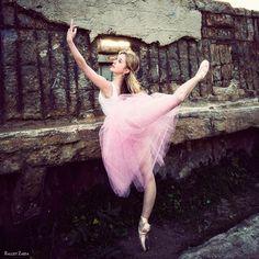 Dancer - Caroline Echerd.    http://www.balletzaida.com/blog/    © 2012 Oliver Endahl