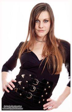 FLOOR JANSEN - Fue la cantante de la banda holandesa de metal sinfónico y heavy metal, After Forever. Actualmente es la vocalista de la banda de metal sinfónico Nightwis