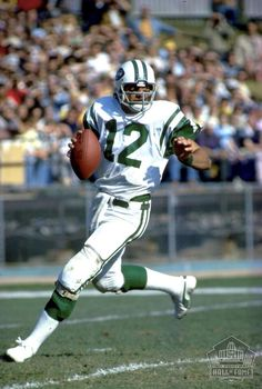 JOE NAMATH is best remembered for his performance in the New York Jets' stunning upset of the heavily favored Baltimore Colts in Super Bowl III. one of the game's most exciting, proficient and publicized quarterbacks. American Football League, Alabama Football, National Football League, Nfl Football, Football Players, Nfl Hall Of Fame, Football Hall Of Fame, Nfl Jets, Joe Namath