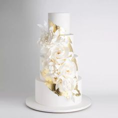 The 50 Most Beautiful Wedding Cakes - A beautiful white wedding cake with sugar flowers. Creative Wedding Cakes, Floral Wedding Cakes, Amazing Wedding Cakes, Wedding Cakes With Cupcakes, White Wedding Cakes, Elegant Wedding Cakes, Wedding Cake Designs, Rustic Wedding, Elegant Cakes
