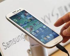A Samsung anunciou nesta segunda (23) que atingiu a marca de 10 milhões de unidades vendidas do smartphone S3, dois meses após o lançamento - o sucesso anterior da gigante, o S2, demorou 5 meses para atingir a mesma marca. No G1 Tecnologia ♦ via ClipLink ♦ http://cliplink.com.br/6812